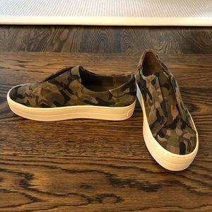 New J/Slides nyc camo sneaker sz 8